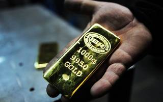 gold recovers after dipping to a two-week low ahead of the fed's meeting