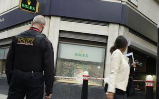 smash and grab scooter gang with axes attack city jewellery store