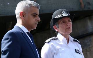 mayor of london sadiq khan presses hammond for more police funding