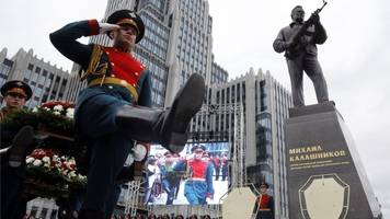 Kalashnikov statue to be changed because of German weapon