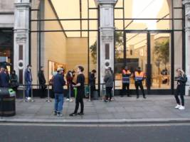 Hardly anybody showed up at Apple's flagship store in London for the release of the iPhone 8