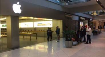 It's Not Just China: No Lines For New iPhone 8 Virtually Anywhere