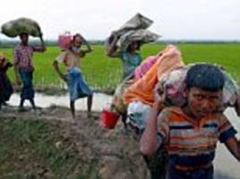 Scenes of desperation in Bangladesh for displaced Rohingya