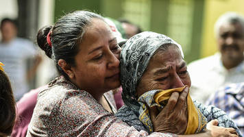 Mexico quake: Families cling to hope amid search for survivors