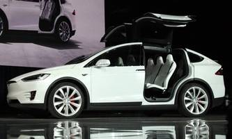 Air Force to Purchase Tesla Model X, Will Study Self-Driving Capabilities
