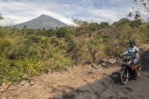 Volcanic Eruption Fears Cause More Than 50,000 Flee Bali's Mount Agung