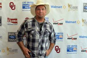 garth brooks says his memoir can't fit in just 1 book – he needs 5