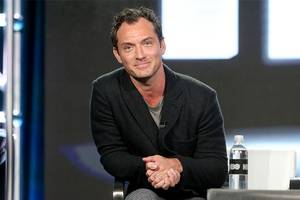 jude law in talks to join blake lively in female spy thriller 'rhythm section'