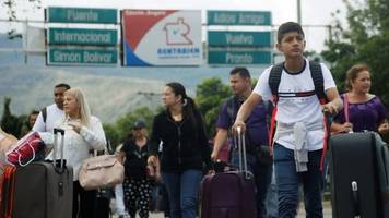 Venezuela's crisis drives couple to settle in Colombia