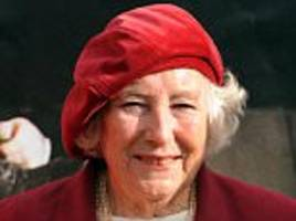 vera lynn appeal to save white cliffs of dover hits £1m