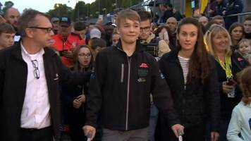 teen racing driving amputee billy monger makes charity walk