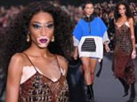 winnie harlow steals show in the l'oreal paris show in pfw