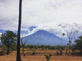 5,000 tourists cancel bali holidays over mount agung fears