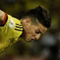 late goals give paraguay vital win
