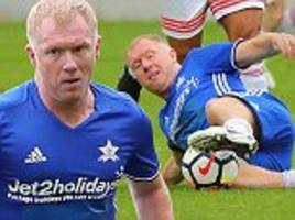 paul scholes and manchester united pals in charity game