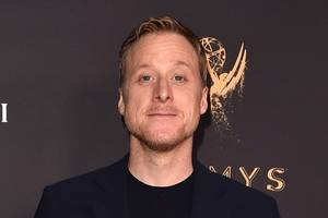 alan tudyk exits steve martin's broadway comedy 'meteor shower' over 'creative differences'
