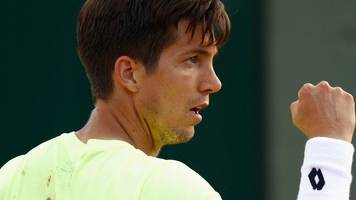 britain's bedene cruises past lorenzi in shanghai