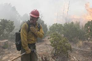 'only the brave' review: josh brolin firefighter saga digs deep
