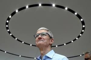 Tim Cook says the tech 'doesn't exist' for Apple to make good augmented reality glasses