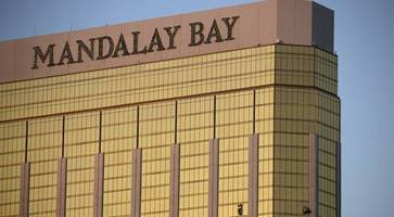Las Vegas hotel 'did not immediately report gunfire to police'