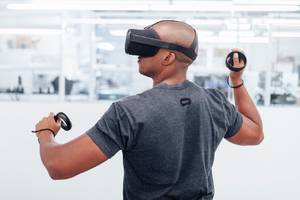 oculus' prototype santa cruz headset feels like a wireless oculus rift