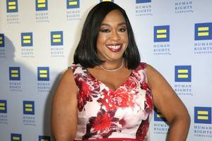 shonda rhimes just became the third black woman in the tv hall of fame