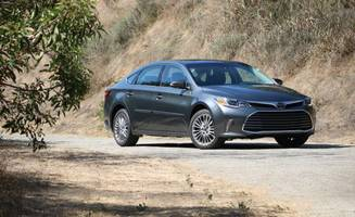 2018 toyota avalon review: relaxed-fit sedan