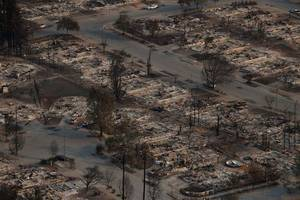 US: Firefighters begin to gain ground against wildfires that killed 29