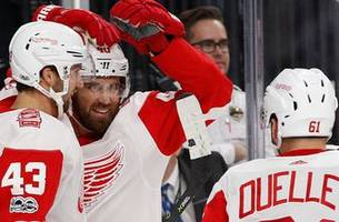 Red Wings hand Golden Knights first loss, 6-3