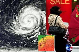 uk weather: britain's strongest hurricane in 21 years to cause 'mayhem monday' with 44ft waves and 80mph gusts