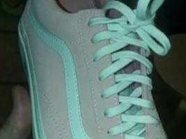 People on Twitter can't tell if these shoes are pink or grey — here's the right answer