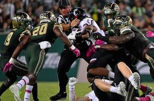 Quinton Flowers tops 3K career rushing yards, USF smothers Cincinnati in home victory