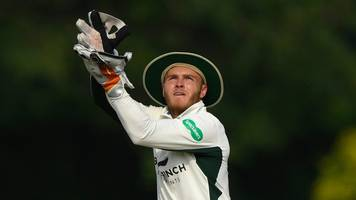 Ben Cox: Worcestershire wicketkeeper agrees new contract until 2021