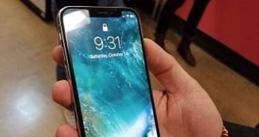 Clear Shots of the iPhone X in the Wild Make Apple Fanboys Drool