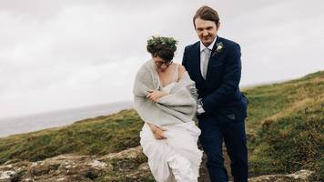 Hurricane Ophelia: Newlyweds pose for pictures at cliff edge