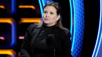 carrie fisher gave a cow tongue to predatory producer