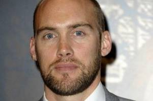 why kingswood's broadchurch star joe sims collects and gives away £500 every week