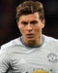 Man Utd EXCLUSIVE: Lindelof should not face Benfica, Mourinho not sentimental - Hargreaves