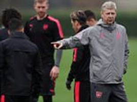 alexis sanchez appears to snub wenger in arsenal training