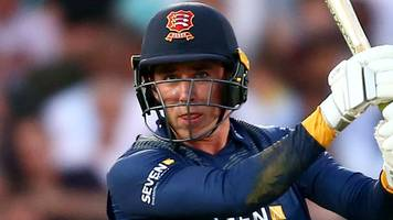 Dan Lawrence: Essex and England Lions batsman signs new deal with county champions