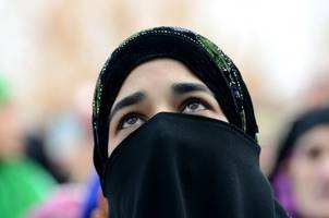 quebec passes law banning face coverings in public