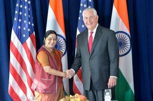sushma meets us delegation, flags h-1b visa issue