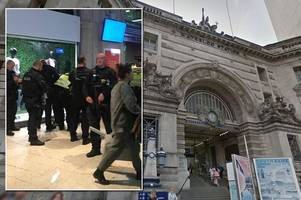 armed police storm waterloo station amid reports of man 'carrying machete in carrier bag'