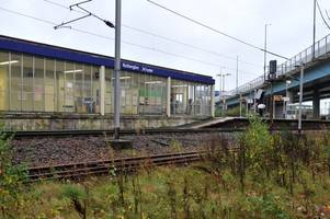 rutherglen commuters set to receive free treats at train station