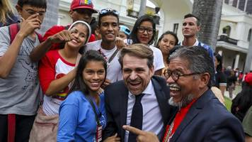 venezuela swears in governors amid opposition boycott