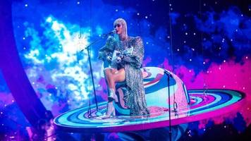 Katy Perry gets stuck in mid-air during Tennessee concert