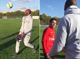 kobe bryant performs kick-ups with psg's kylian mbappe