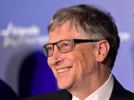 bill gates will invest more than $1 billion in public schools — but he'll have to learn from mark zuckerberg's mistake