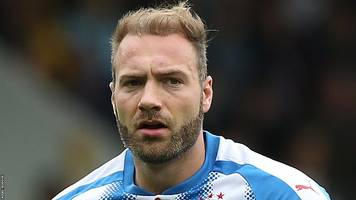 Huddersfield Town v Manchester United - team news & preview