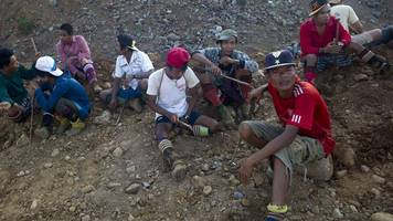 Myanmar jade mining: Five dead in clash with police